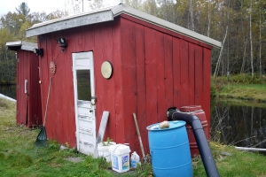 The pumphouse (r) and the outhouse with composting toilet (l)